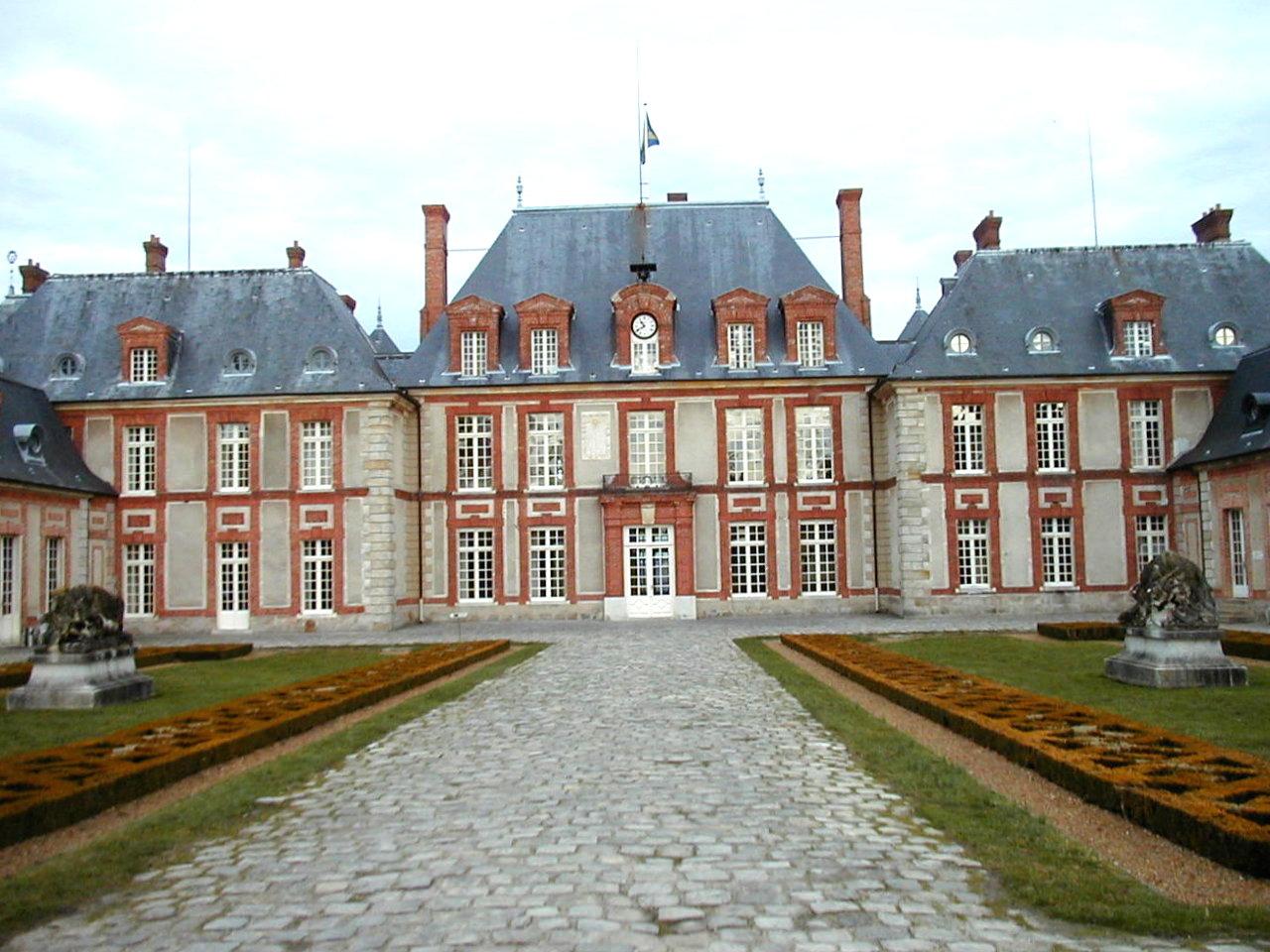 cadran fini sur vue d'ensemble château de Breteuil_1