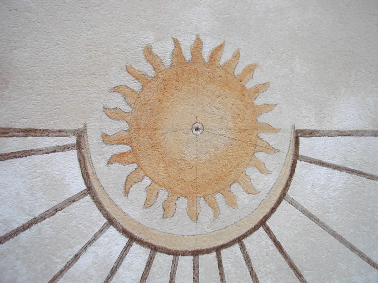 détail soleil peint cadran Château de Breteuil fin_1